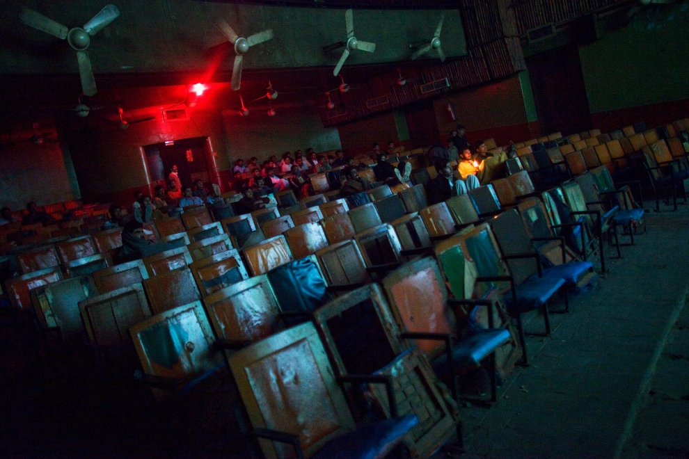 """26. PAKISTAN, Peszawar, 17 listopada 2009: Sala kinowa podczas projekcji """"Zakham"""". (Foto: Daniel Berehulak/Getty Images)"""