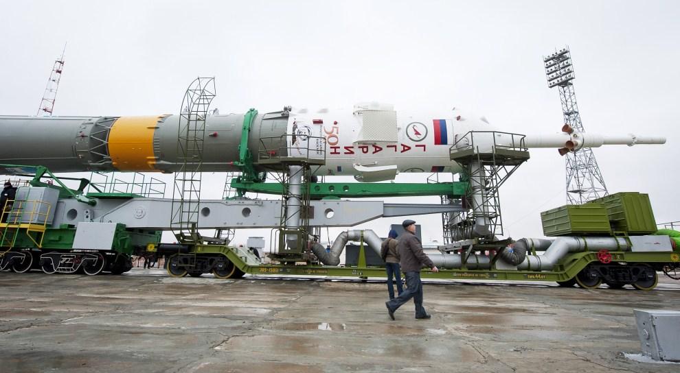 27. KAZACHSTAN, Bajkonur, 2 kwietnia 2011: Przygotowania do startu misji Sojuz TMA-21. (Foto: Carla Cioffi/NASA via Getty Images)