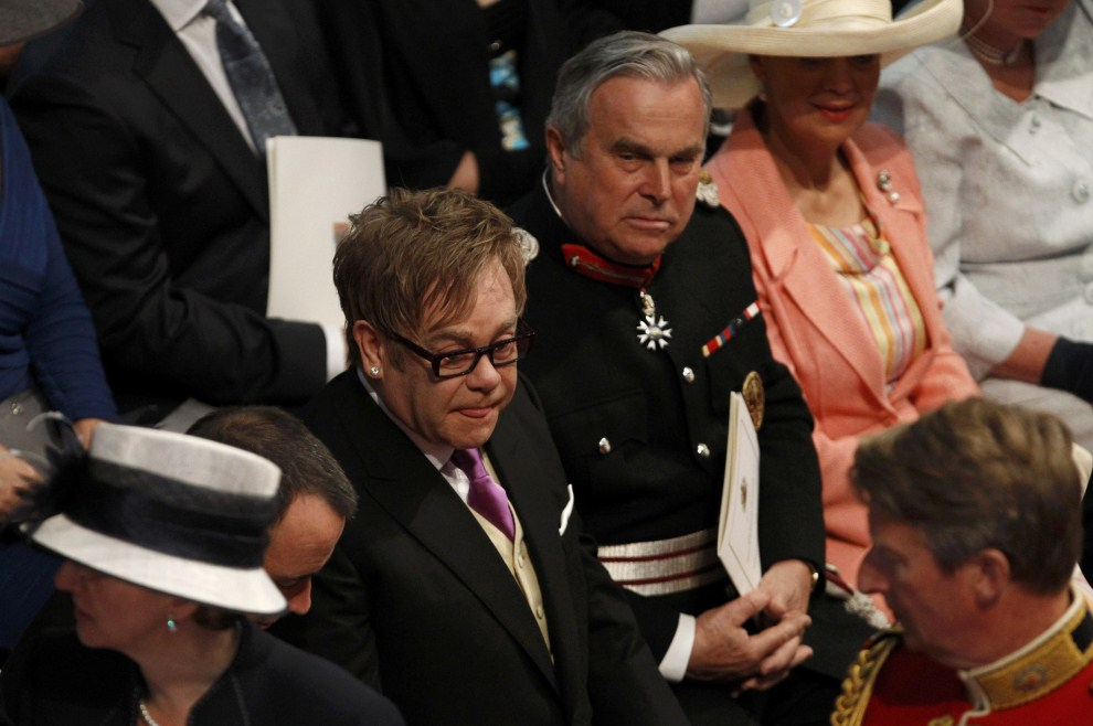 28. WIELKA BRYTANIA, Londyn, 29 kwietnia 2011: Elton John zaproszony na uroczystość zaślubin. AFP PHOTO/ POOL/ SUZANNE PLUNKETT