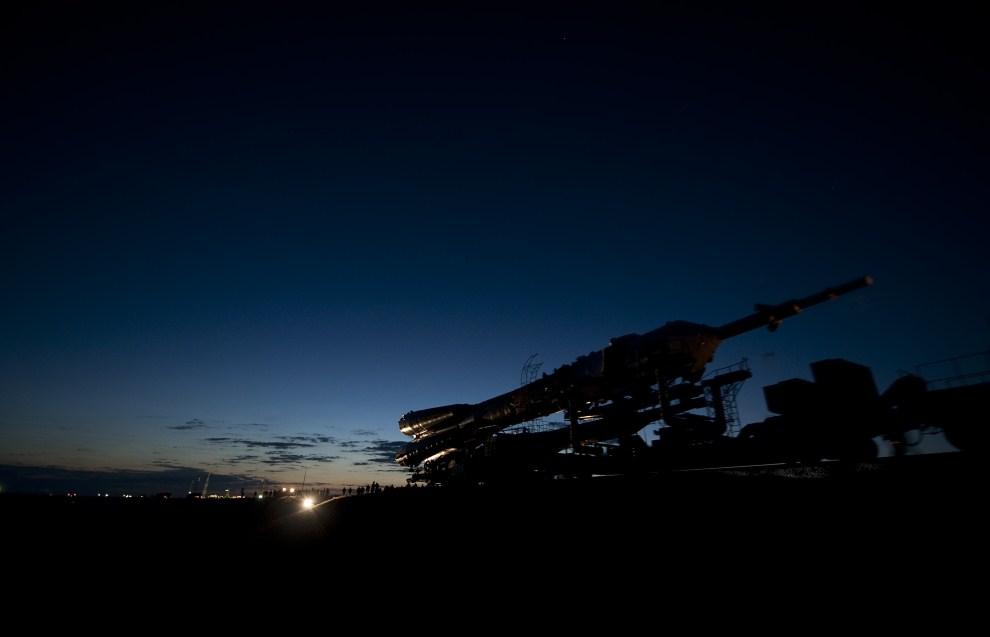 29. KAZACHSTAN, Bajkonur, 18 grudnia 2009: Transport koleją rakiety do misji Sojuz TMA-17. (Foto: Bill Ingalls/NASA via Getty Images)