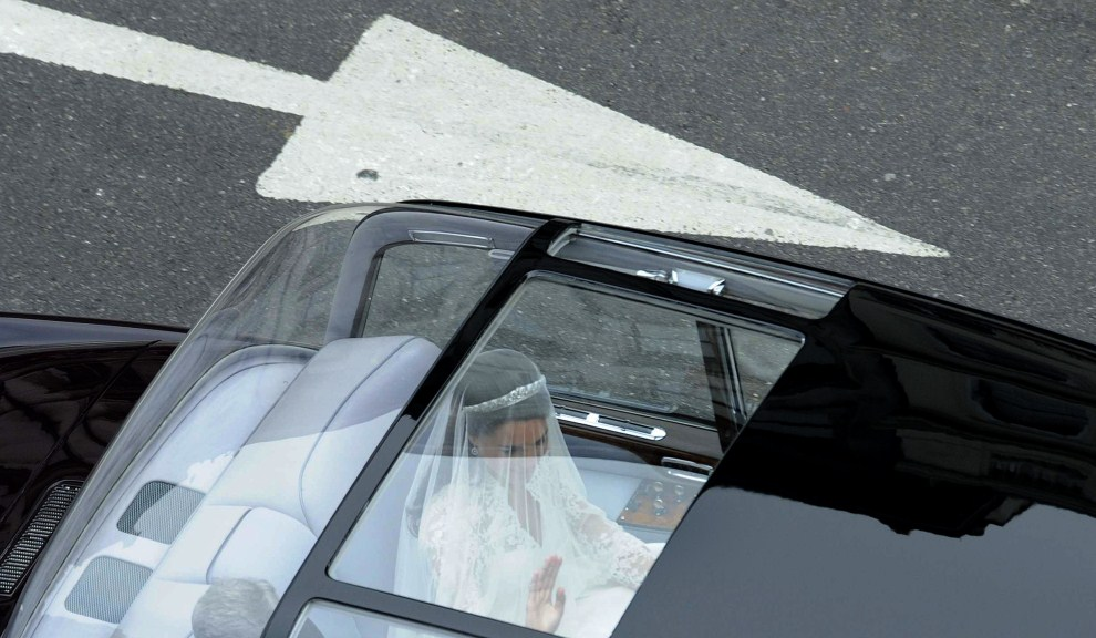30. WIELKA BRYTANIA, Londyn, 29 kwietnia 2011: Kate Middleton w drodze do Opactwa Westminsterskiego. AFP PHOTO / DAMIEN MEYER