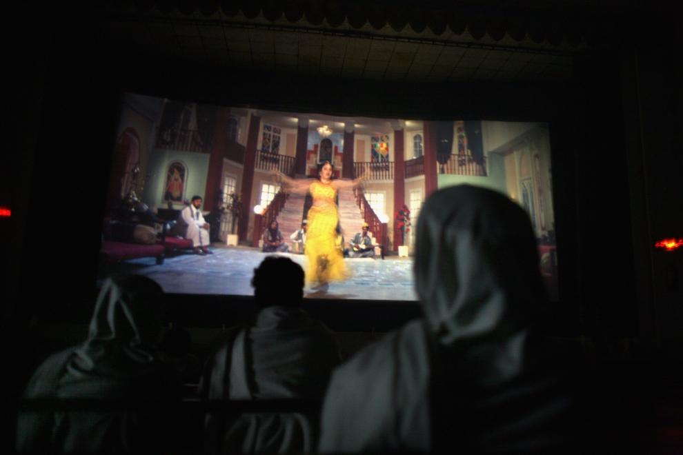 30. PAKISTAN, Mingora, 18 listopada 2007: Widzowie na jednym z pierwszysch seansów po otwarciu kina. (Foto: John Moore/Getty Images)
