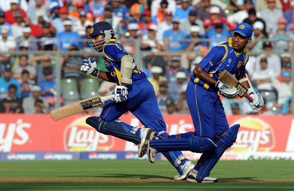 31. INDIE, Bombaj, 2 kwietnia 2011: Zawodnicy Sri Lanki podczas meczu finałowego z reprezentacją Indii. AFP PHOTO / Prakash SINGH