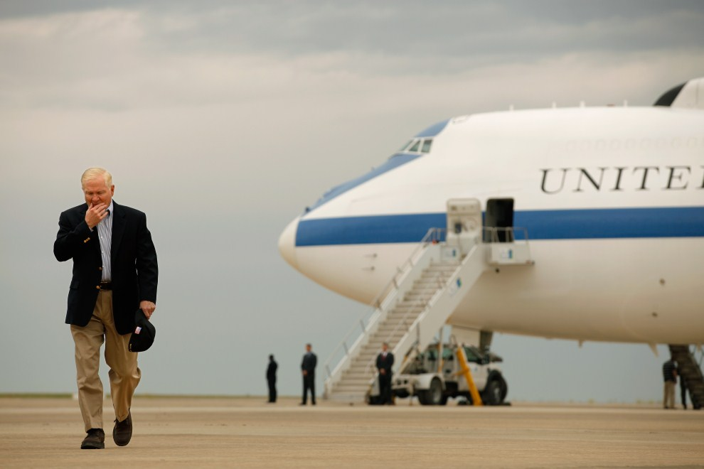 36. IRAK, Irbil, 8 kwietnia 2011: Robert Gates – sekretarz obrony Stanów Zjednoczonych po spotkaniu z Massoudem Barzani - prezydentem autonomicznego rządu kurdyjskiego w   północnym Iraku. AFP PHOTO/POOL/Chip Somodevilla
