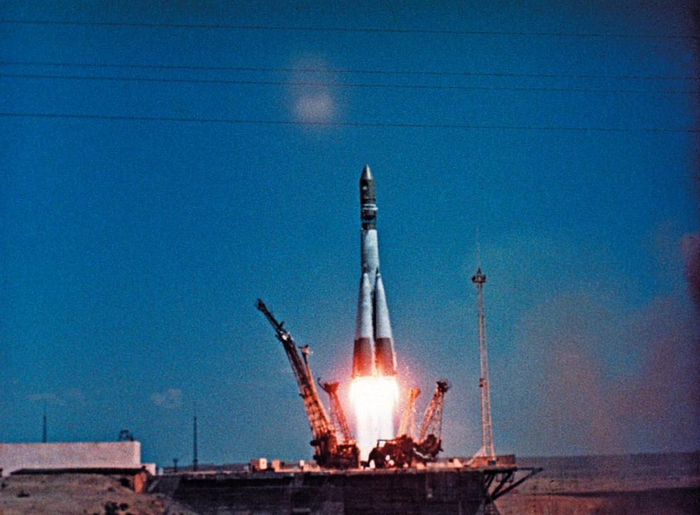 7. ZSRR, Bajkonur, 12 kwietnia 1961: Start Wostok 1 z kosmodromu Bajkonur. AFP PHOTO RIA NOVOSTI