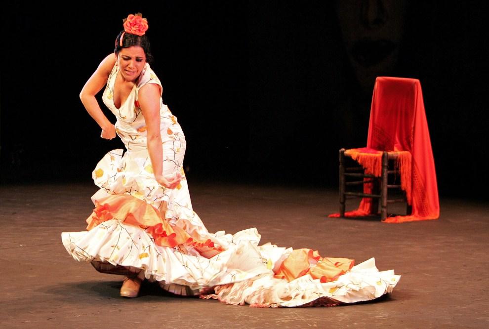 """10. WIELKA BRYTANIA, Londyn, 23 lutego 2007: Eva Garrido """"La Yerbabuena"""" podczas występu w Sadlers Wells Theatre. AFP PHOTO/CARL DE SOUZA"""