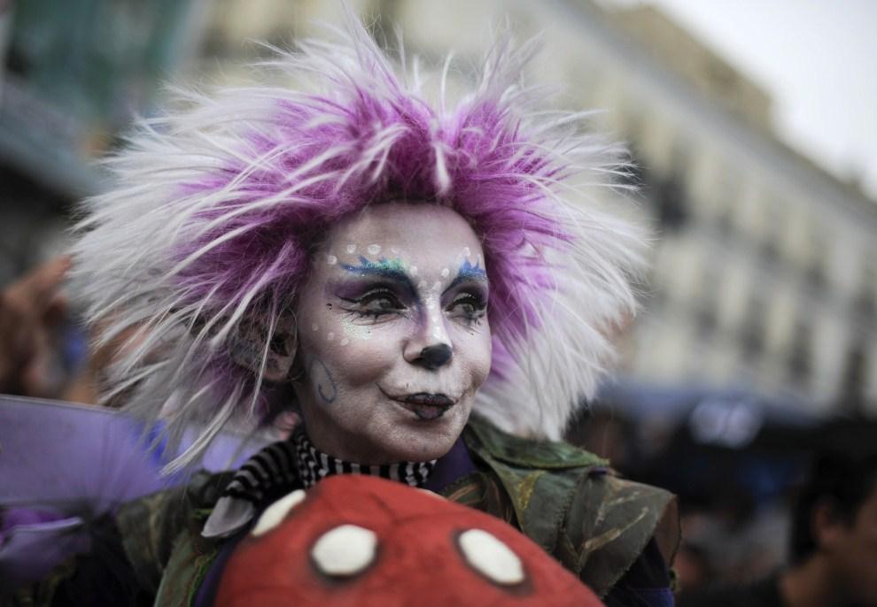 10. HISZPANIA, Madryt, 22 maja 2011: Uczestniczka protestów na placu  Puerta del Sol. (Foto: David Ramos/Getty Images)
