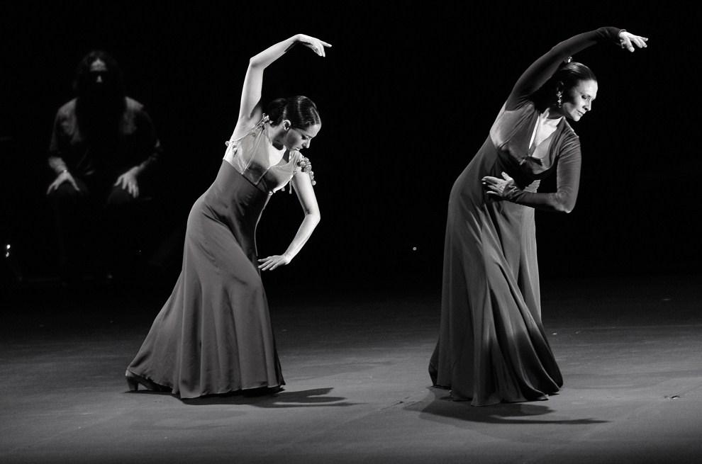 13. ARGENTYNA, Buenos Aires, 24 lutego 2009: Merche Esmeralda (po prawej) i Belen Maya (po lewej) tańczą w teatrze Presidente Alvear. AFP PHOTO DANIEL GARCIA
