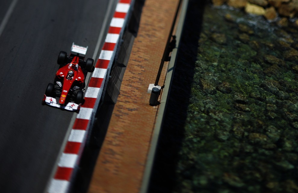 14. MONAKO, 29 maja 2011: Pędzący bolid Fernando Alonso (Ferrari). (Foto: Paul Gilham/Getty Images)