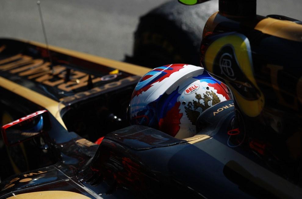 16. MONAKO, 29 maja 2011: Witalij Pietrow (Renault) we wnętrzu uszkodzonego bolidu. (Foto: Paul Gilham/Getty Images)