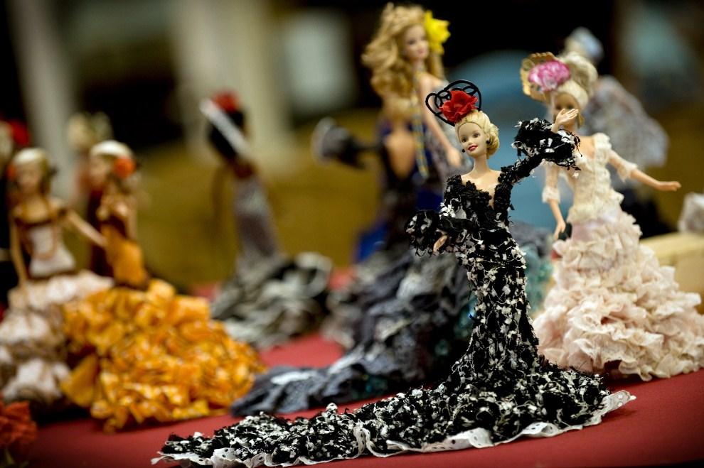17. HISZPANIA, Málaga, 10 sierpnia 2009: Lalki Barbie w tradycyjnych strojach flamenco. AFP PHOTO / JORGE GUERRERO.
