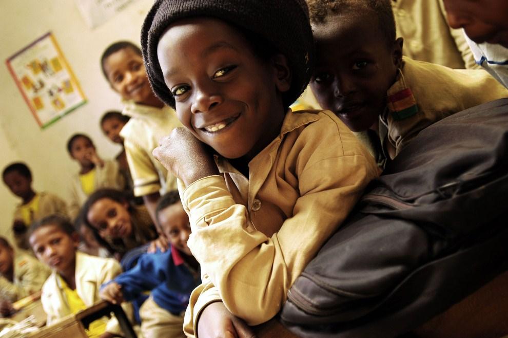 19. ETIOPIA, Szaszemenie, 4 lutego 2005: Uczniowie szkoły zbudowanej przez wspólnotę Rastafarian z Jamajki. AFP PHOTO/GIANLUIGI GUERCIA