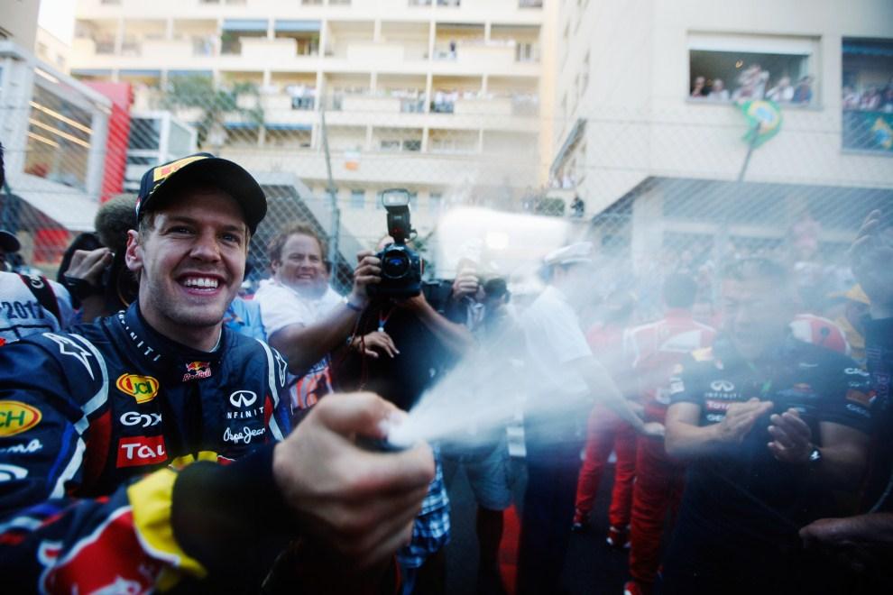 24. MONAKO, 29 maja 2011: Sebastian Vettel (Red Bull Racing) cieszy się ze zwycięstwa. (Foto: Mark Thompson/Getty Images)