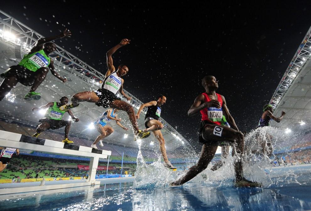 30. KOREA POŁUDNIOWA, Taegu, 12 maja 2011: Uczestnicy biegu na 3000 m z przeszkodami. AFP PHOTO/JUNG YEON-JE