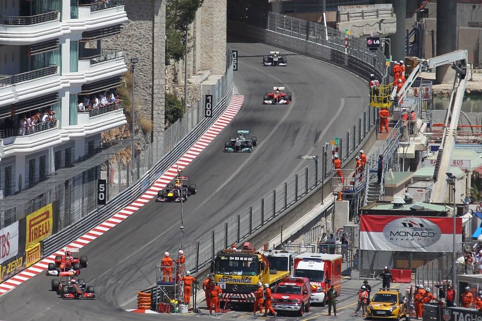 4. MONAKO, 29 maja 2011: Jadą od lewej:  Lewis Hamilton (McLaren Mercedes), Fernando Alonso (Ferrari), Mark Webber (Red Bull Racing), Nico Rosberg (Mercedes)  oraz Felipe   Massa (Ferrari). AFP PHOTO / VALERY HACHE