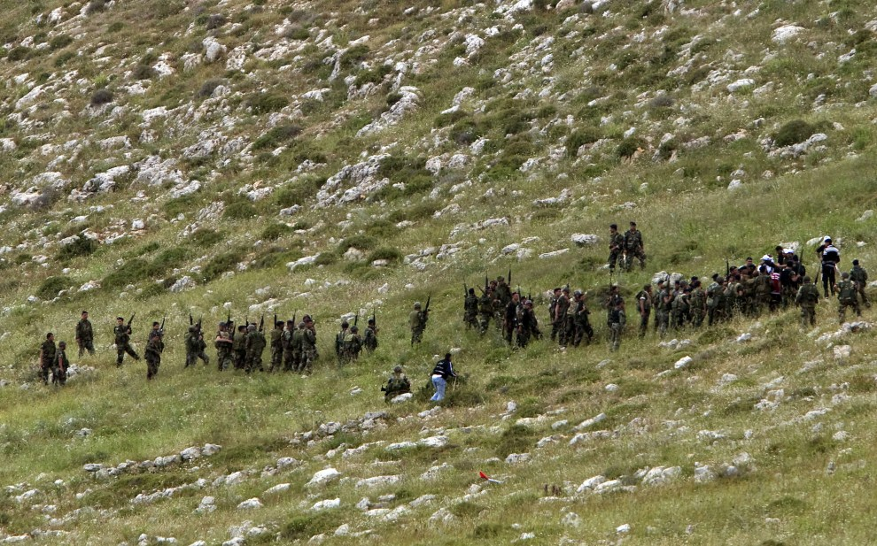 6. IZRAEL, Avivim, 15 maja 2011: Libańscy żołnierze oddzielający Palestyńczyków od linii granicznej. AFP PHOTO/JACK GUEZ