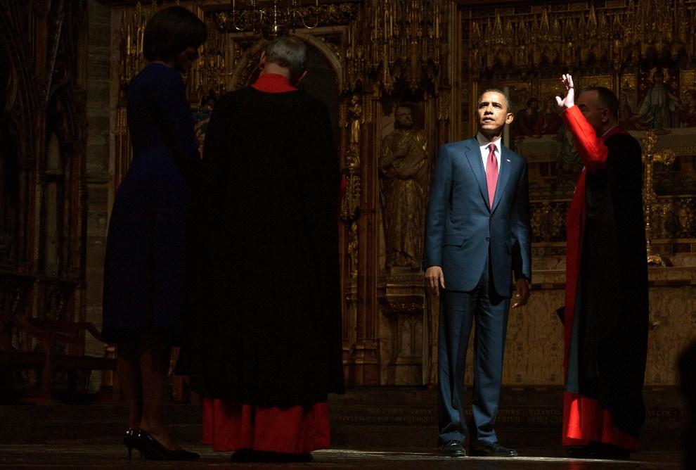 7. WIELKA BRYTANIA, Londyn, 24 maja 2011: Barack Obama zwiedza Opactwo Westminsterskie. AFP PHOTO/ LEON NEAL