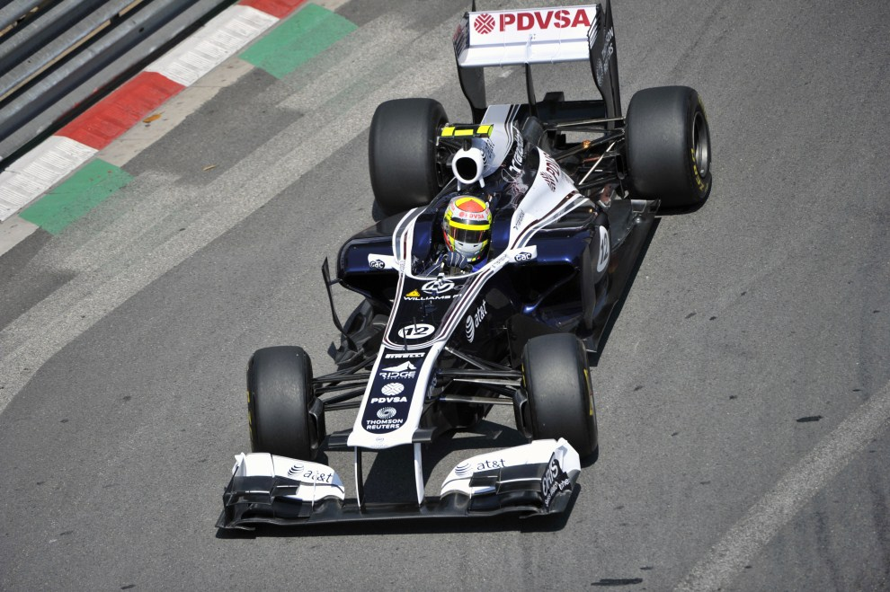7. MONAKO, 26 maja 2011: Rubens Barrichello (Williams) na torze w Monako. AFP PHOTO / BORIS HORVAT