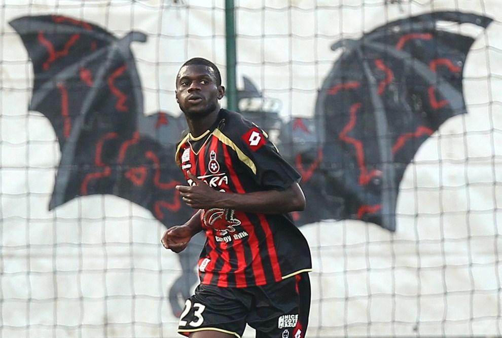 7. FRANCJA, Nicea, 1 maja 2011: Obrońca Drissa Diakite podczas meczu ligowego z Caen. AFP PHOTO VALERY HACHE