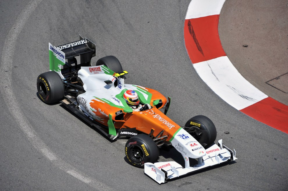 8. MONAKO, 26 maja 2011: Paul di Resta (Force India) w jednym z zakrętów toru w Monako. AFP PHOTO / BORIS HORVAT