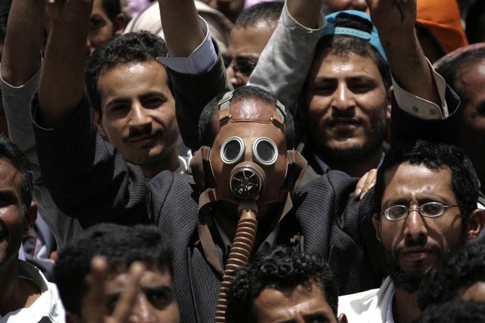 8. JEMEN, Sana, 11 maja 2011: Uczestnicy antyrządowego protestu w stolicy Jemenu. AFP PHOTO/MOHAMMED HUWAIS