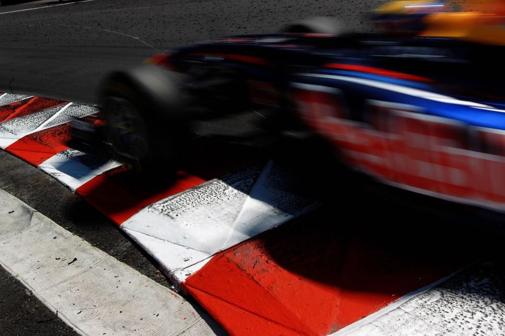 9. MONAKO, 29 maja 2011: Bolid prowadzony przez Marka Webbera (Red Bull Racing) na torze w Monako. (Foto: Paul Gilham/Getty Images)
