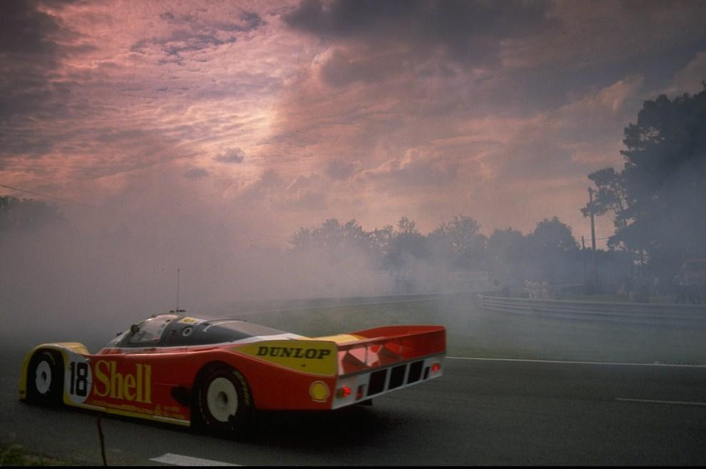 10. FRANCJA, Le Mans, 1988:  Porsche 962 podczas trwającego dobę wyścigu. Mandatory Credit: Darrell Ingham /Allsport