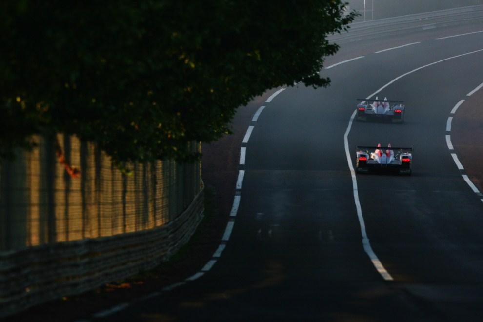 14. FRANCJA, Le Mans, 17 czerwca 2007: Rinaldo Capello (Audi) przed samochodem prowadzonym przez Franka Biela (Audi). (Foto:  Ker Robertson/Getty Images)