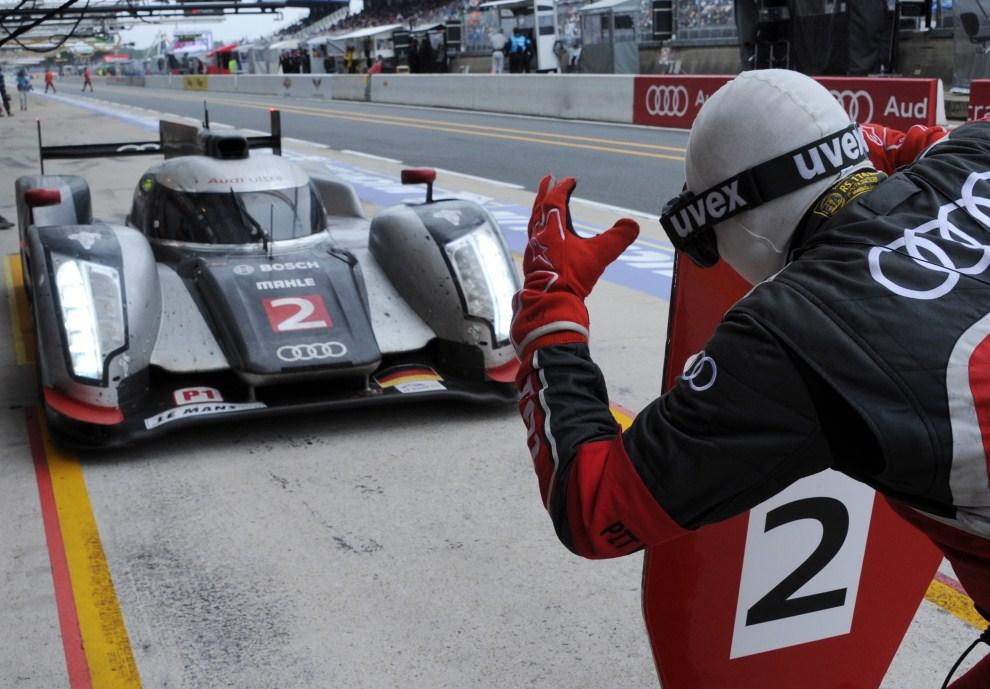 19. FRANCJA, Le Mans, 12 czerwca 2011: Audi R18 TDI prowadzone przez Andre Lotterer'a. AFP PHOTO / JEAN-FRANCOIS MONIER