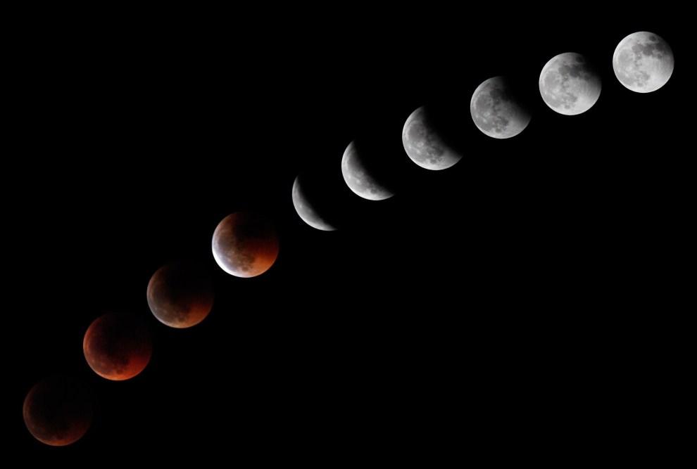 22. HISZPANIA, 15 czerwca 2011: Sekwencja dziesięciu fotografii przedstawiających zaćmienie Księżyca. AFP PHOTO/ DESIREE MARTIN