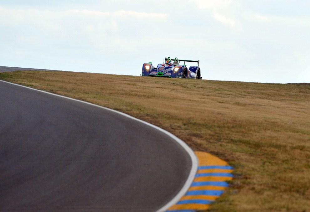 24. FRANCJA, Le Mans, 12 czerwca 2011: Samochód zespołu Pescarolo-Judd na torze Le Mans. EPA/DANIEL DEME Dostawca: PAP/EPA.