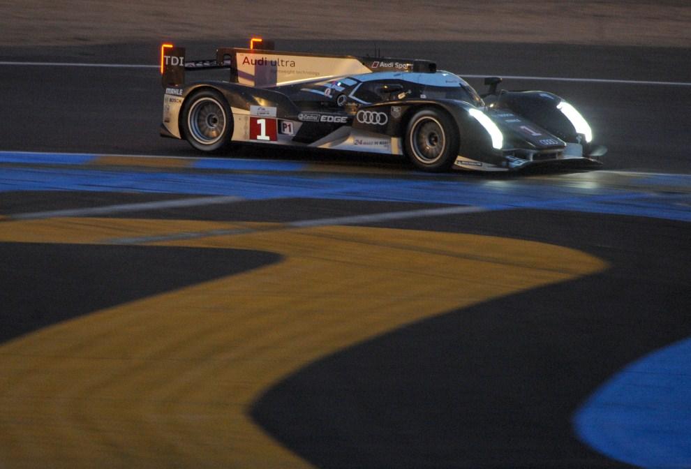 25. FRANCJA, Le Mans, 12 czerwca 2011: Romain Dumas podczas serii kwalifikacyjnej. AFP PHOTO / JEAN FRANCOIS MONIER