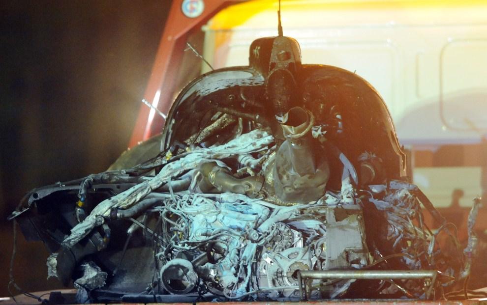 29. FRANCJA, Le Mans, 12 czerwca 2011: Drugi ze zniszczonych samochodów Audi R18. AFP PHOTO / JEAN FRANCOIS MONIER.