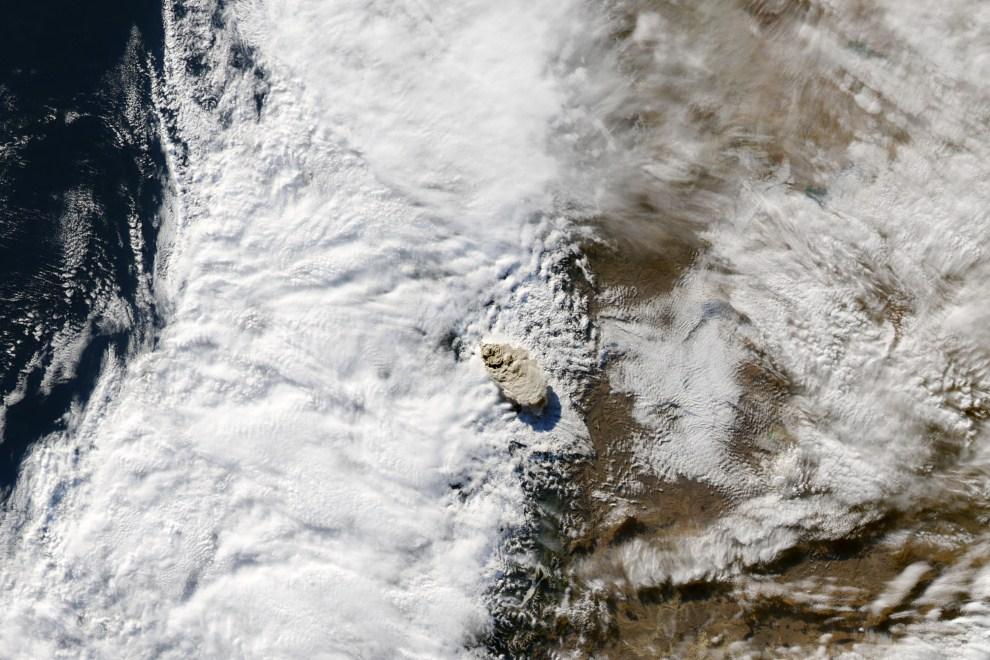 2. CHILE, Puyehue, 7 czerwca 2011: Zdjęcie satelitarne wulkanu wykonane przez Moderate Resolution Imaging Spectroradiometer (MODIS). AFP PHOTO/NASA