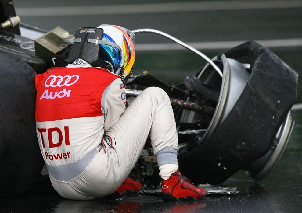 30. FRANCJA, Le Mans, 16 czerwca 2007: Mike Rockenfeller po wypadku na torze Le Mans. (Foto:  Ryan Pierse/Getty Images)