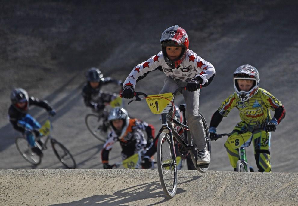 31. NOWA ZELANDIA, Auckland, 23 kwietnia 2011: Chłopcy ścigający się podczas zawodów BMX. (Foto: Phil Walter/Getty Images)