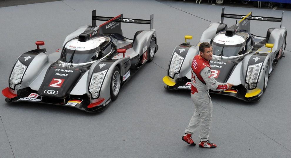 34. FRANCJA, Le Mans, 6 czerwca 2011: Tom Kristensen przy samochodach Audi R18 przed rozpoczęciem wyścigu. AFP PHOTO / JEAN FRANCOIS MONIER