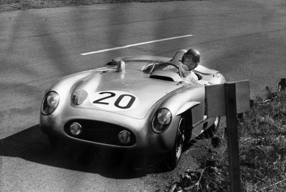 3. FRANCJA, Le Mans, 11 czerwca 1955: Pierre Levegh (1905 - 1955) w swoim Mercedesie, na chwilę przed śmiertelnym wypadkiem na torze Le Mans. (Foto:  Bert Hardy/Picture   Post/Getty Images)