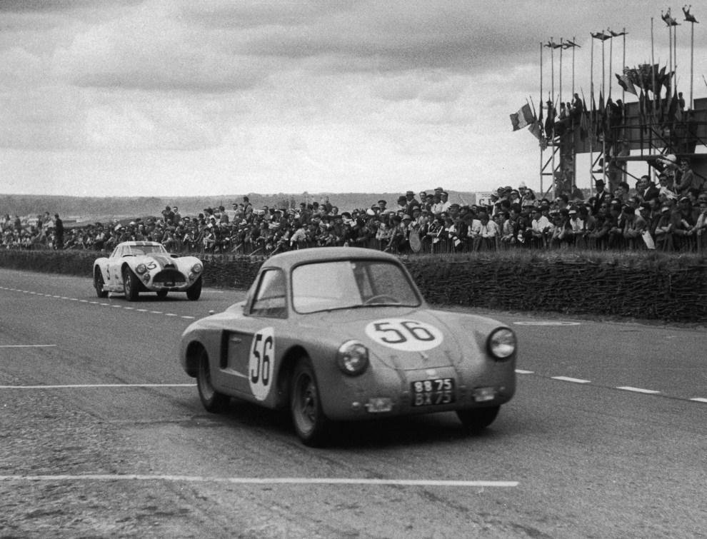4. FRANCJA, Le Mans, 13 czerwca 1953: VP 166R (z silnikiem Renault) podczas wyścigu na torze Le Mans. (Foto:  Ronald Startup/Picture Post/Hulton Archive/Getty Images)