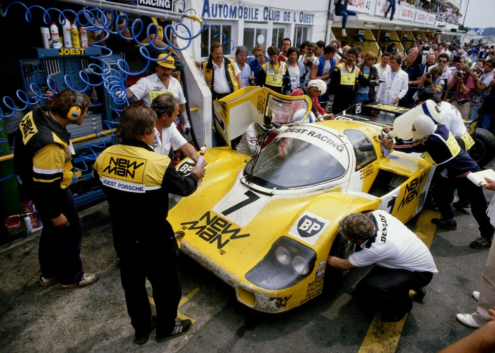 9. FRANCJA, Le Mans, 16 czerwca 1985: Porsche 956B New Man Joest Racing za którego kierownicą siedzieli Paol Barill, Klaus Ludwig i John Winter. (Foto:  Mike Powell/Getty   Images)