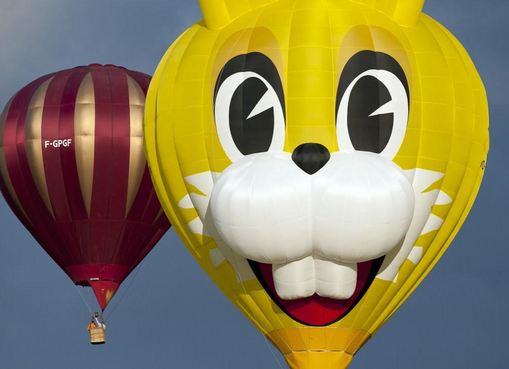 10. FRANCJA, Chambley-Bussières, 22 lipca 2011: Balony podczas festiwalu zorganizowanego w Chambley-Bussières. AFP PHOTO / JEAN-CHRISTOPHE VERHAEGEN