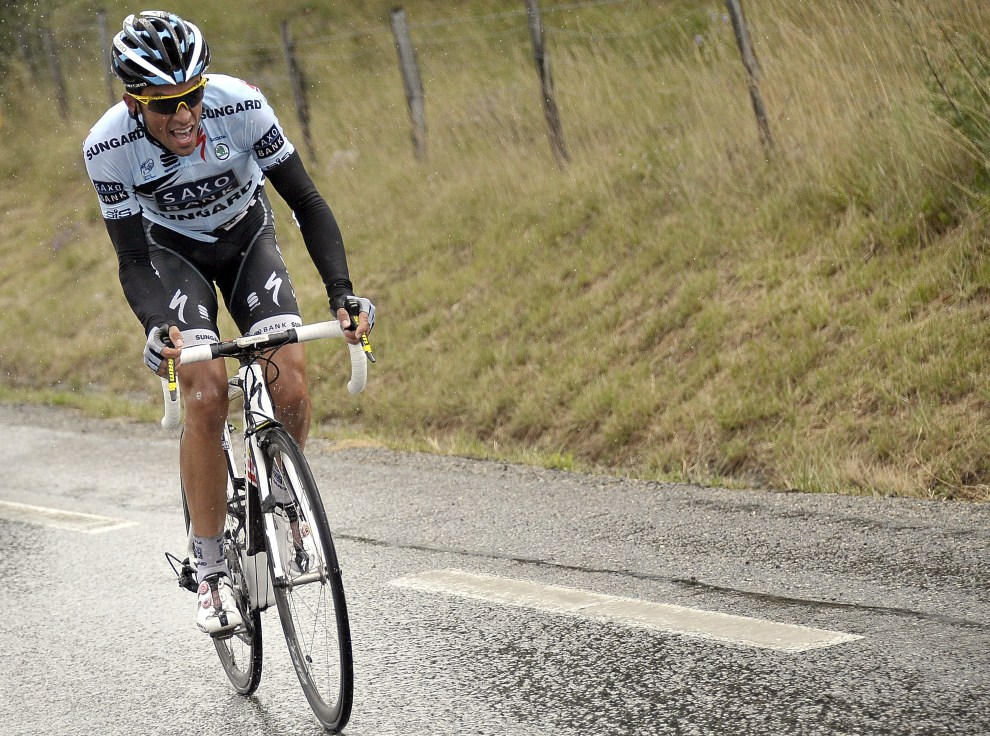 11. FRANCJA, Saint-Paul-Trois-Chateaux, 19 lipca 2011: Alberto Contador na trasie szesnastego etapu Tour de France. EPA/NICOLAS BOUVY Dostawca: PAP/EPA.