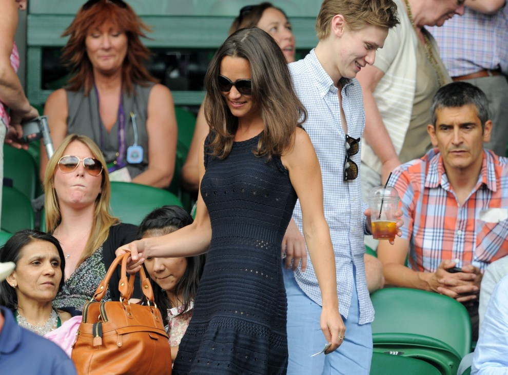 16. WIELKA BRYTANIA, Londyn, 1 lipca 2011: Pippa Middleton na widowni podczas meczu pomiędzy Andy Murrayem i Rafaelem Nadalem. (Foto: Michael Regan/Getty Images)