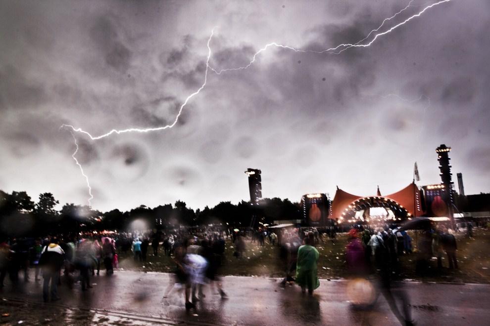 18. DANIA, Roskilde, 3 lipca 2011: Burza podczas festiwalu w Roskilde. AFP PHOTO/Jonas Vandall / Scanpix