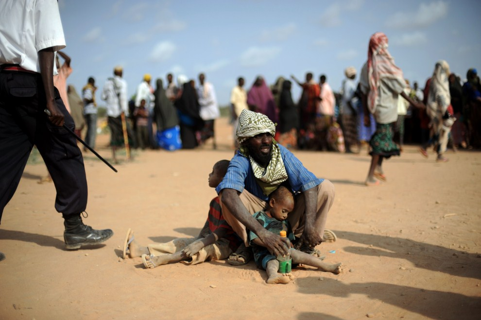 20. KENIA, Dadaab, 5 lipca 2011: Uciekinierzy z Somalii w obozie dla uchodźców. AFP PHOTO/Roberto SCHMIDT