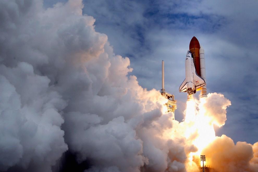 20. USA, Przylądek Canaveral, 8 lipca 2011: Start promu kosmicznego Atlantis. (Foto: Chip Somodevilla/Getty Images)