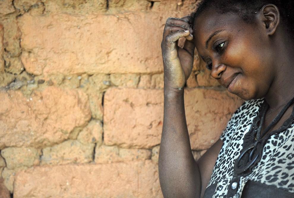 21. KONGO, Nakiele, 3 lipca 2011: Jedna z setek zgwałconych w minionym miesiącu kobiet. AFP PHOTO/ TONY KARUMBA