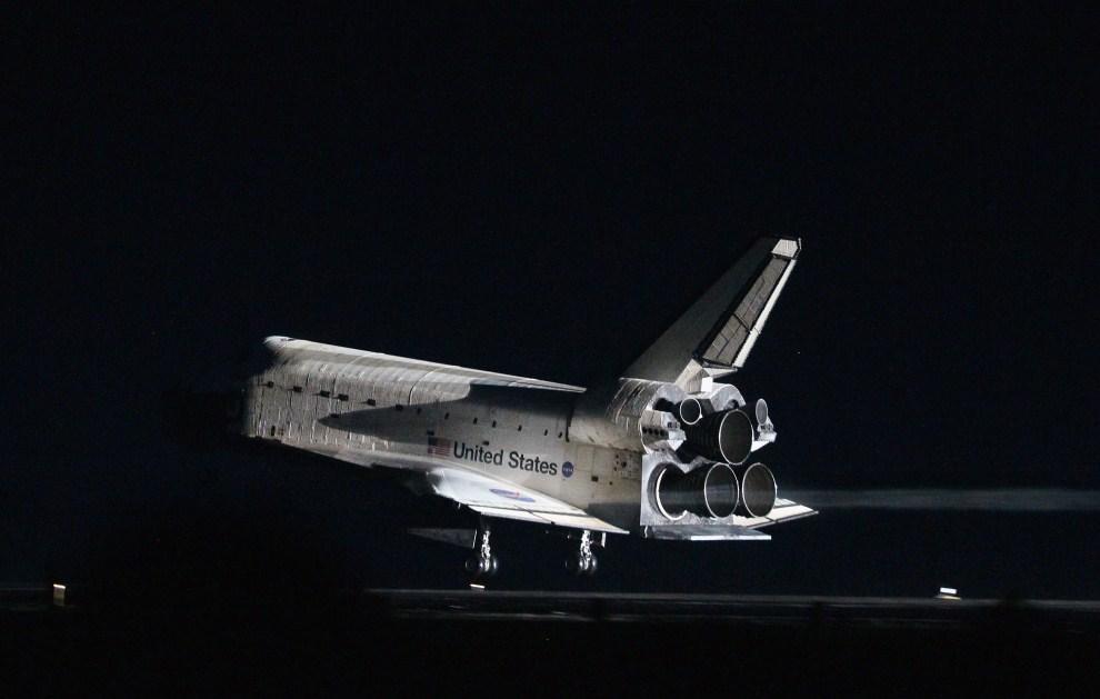 22. USA, Przylądek Canaveral, 21 lipca 2011: Prom kosmiczny Atlantis wraca z ostatniej misji. (Foto: Joe Raedle/Getty Images)