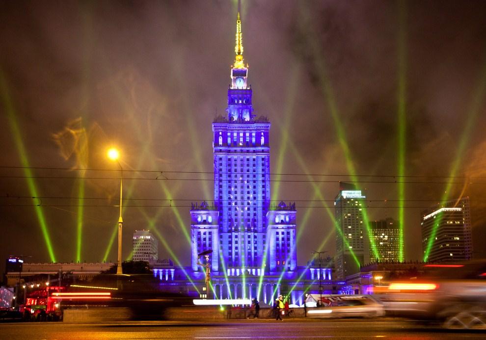 23. POLSKA, Warszawa, 1 lipca 2011: Iluminacje uświetniające objęcie prezydencji w UE przez Polskę. AFP PHOTO/WOJTEK RADWANSKI