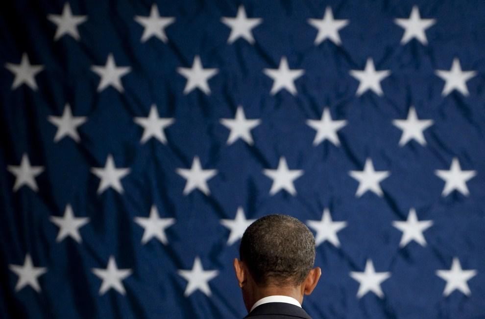 24. USA, Filadelfia, 30 czerwca 2011: Barack Obama po wystąpieniu podczas spotkania Krajowego Komitetu Partii Demokratycznej. AFP PHOTO / Saul LOEB